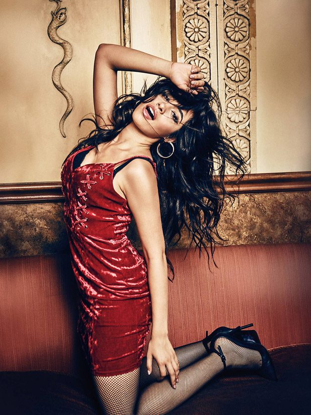 Guess-holiday-2017-ad-campaign-the-impression-11
