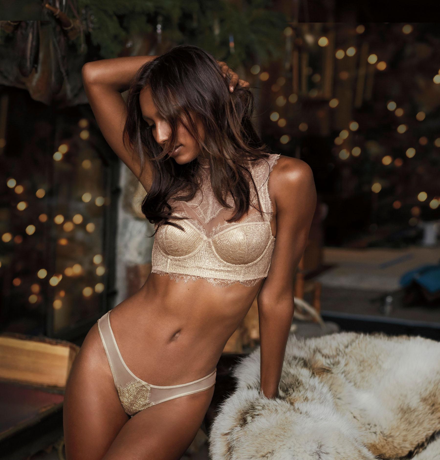 Victorias-Secret-holiday-2017-ad-campaign-the-impression-06