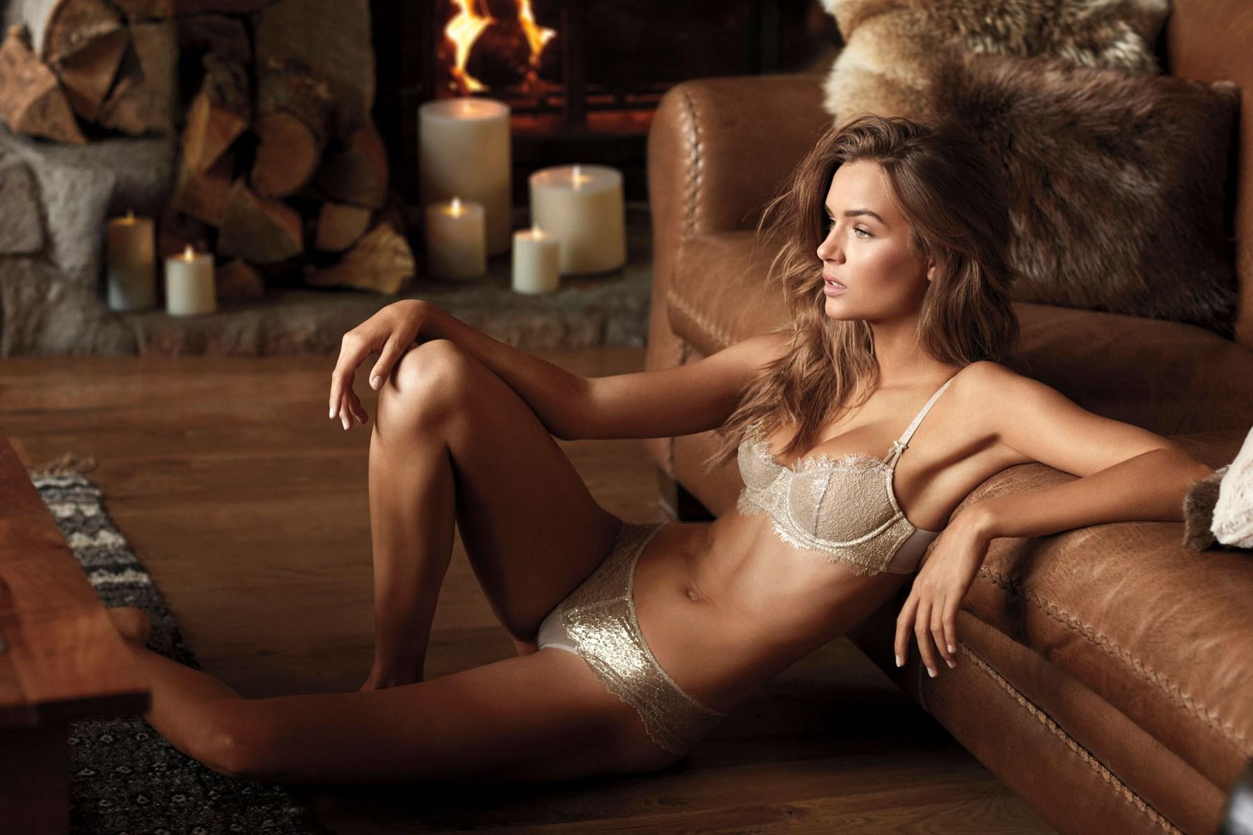 Victorias-Secret-holiday-2017-ad-campaign-the-impression-12