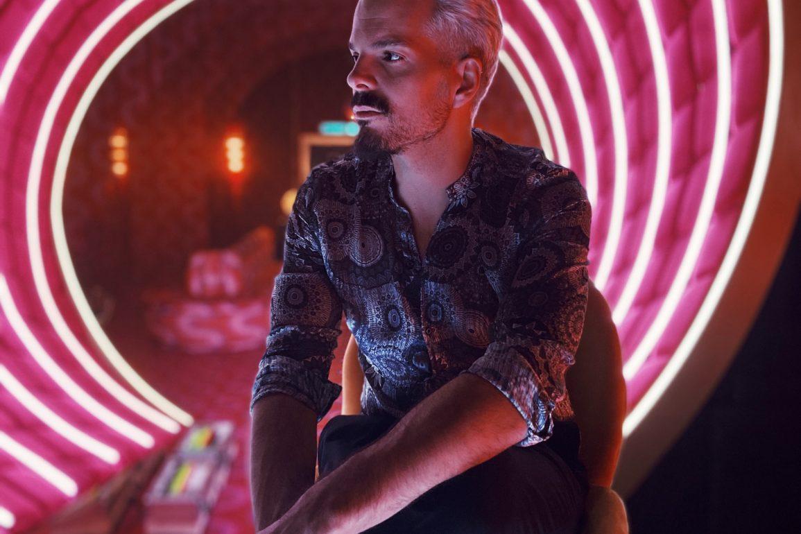 Sky Rojo Netflix Tony barman